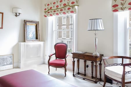Chelsea Charming Room London