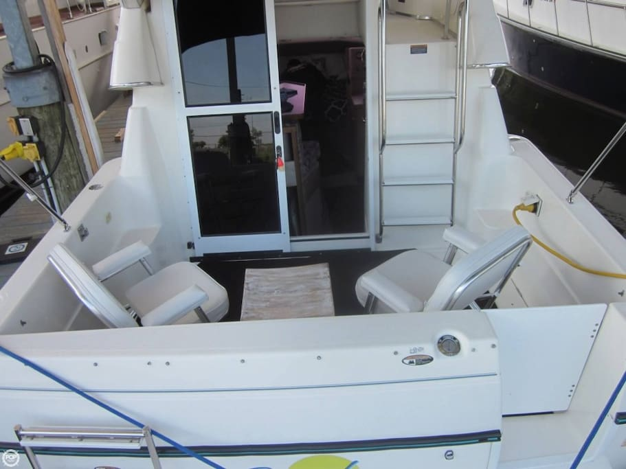 Main sliding door to enter the main cabin. Ladder to upper command bridge