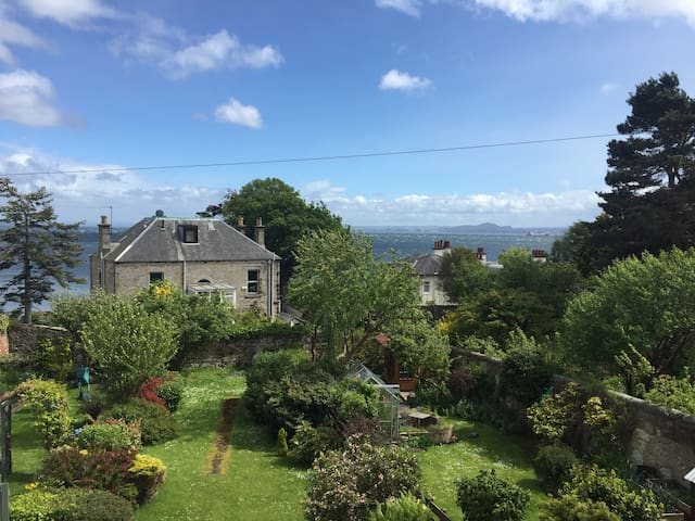 Private apartment in shared house sleeps 4 - Aberdour - Apartment