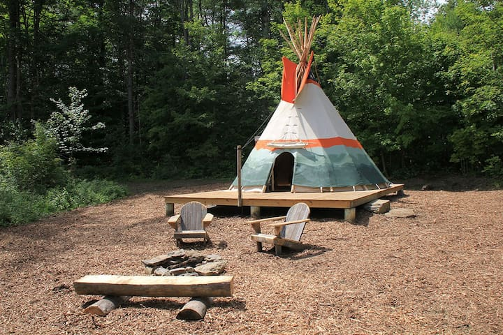Cozy Tipi Retreat at Nwyfre Farm