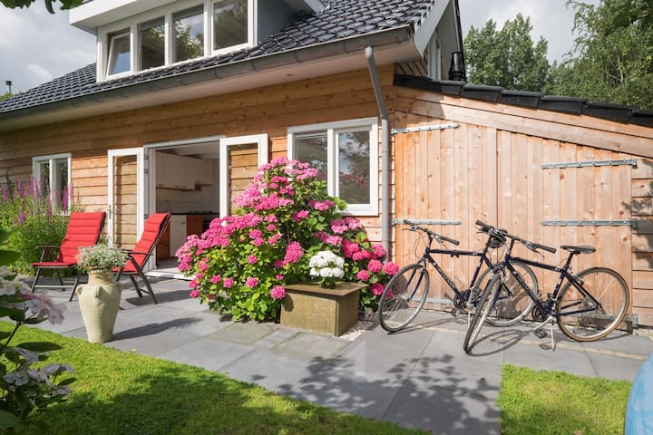 Location at the Rotte - easy going and remote - Bleiswijk - Chalet