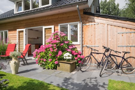 Location at the Rotte - easy going and remote - Bleiswijk - Cabane