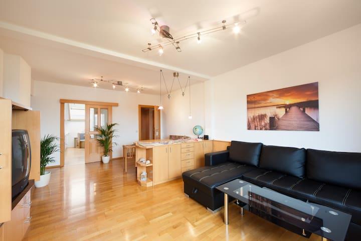Gemütliche und geräumige Wohnung mit Seeblick
