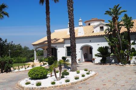 Amazing 5 bedroom villa with private pool - Almancil