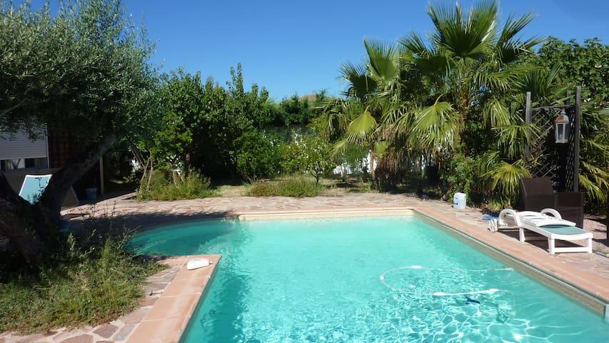 VILLA détente aquatique et son généreux jardin - Saint-Félix-de-Lodez - House
