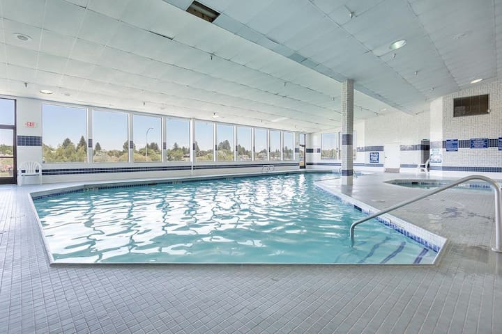 ONE AMAZING UNIT! COMPLETE WITH SPA, POOL, HOT-TUB