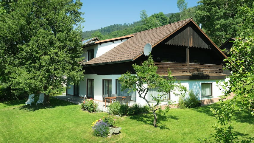 Großes Ferienhaus  in den Bergen - Grafling - Dom
