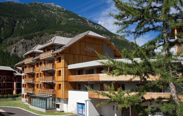 Appartement dans les Montagnes | Navette Gratuite + Wi-Fi + Accès Piscine!