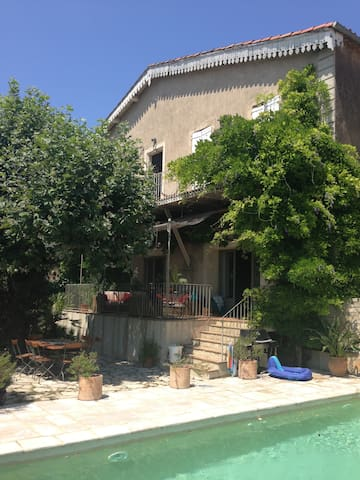 Large winemakers house with pool - Neffiès - Huis