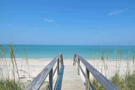 Beach House 2 Miles To Siesta Key! - Sarasota - House