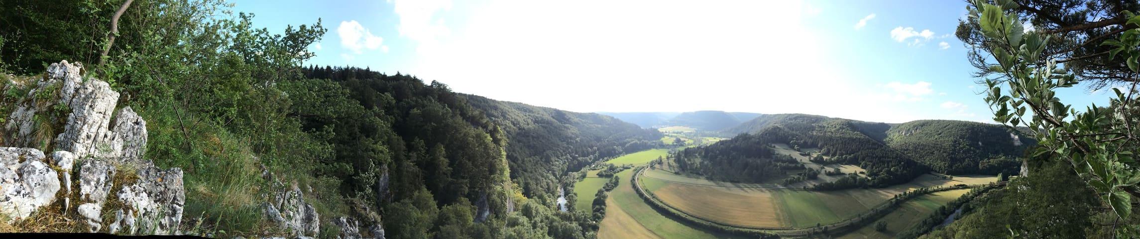 Sonnige Gartenwohnung über dem Donautal