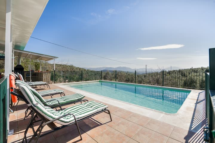 Beautiful Holiday Home Cortijo Rural Puerto Nuevo with Pool, Garden, Terrace & Wi-Fi; Parking Available, Pets Allowed