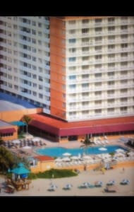 На первой линии океана коллинз авен - Майами