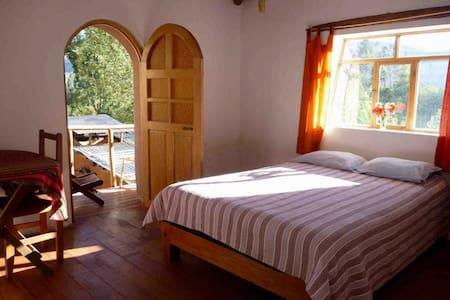 Casa Hostal Ccatan - Urubamba - Bed & Breakfast