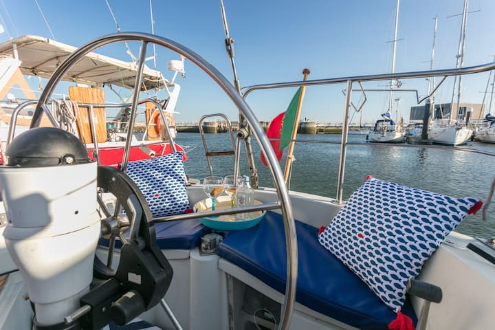 Vintage Sailboat Experience, Promenade Marina