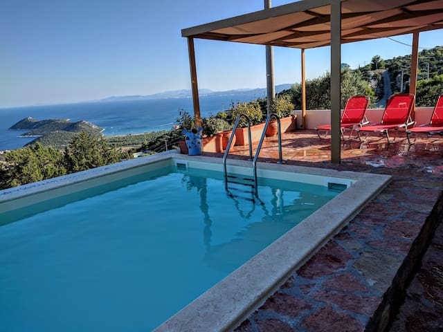 Luxury villa, privacy, great views, pool