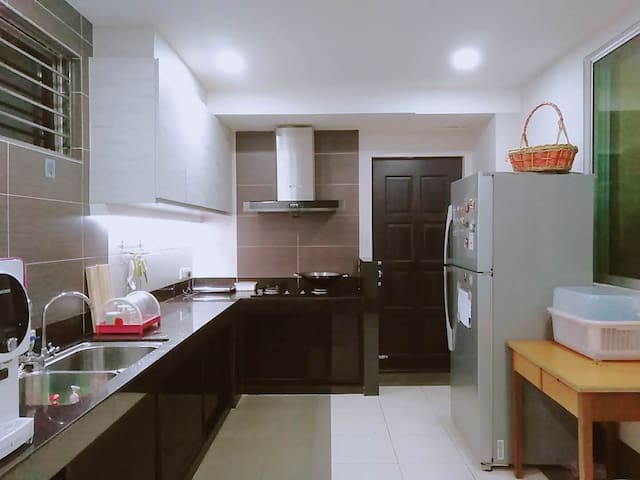 EC Homestay-Connecting Private Room(5pax) FREEWIFI