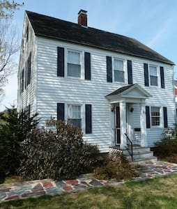 Lovely Colonial House near Bates - 劉易斯頓(Lewiston)