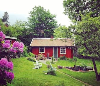 Simple and classic red cottage near Gbg