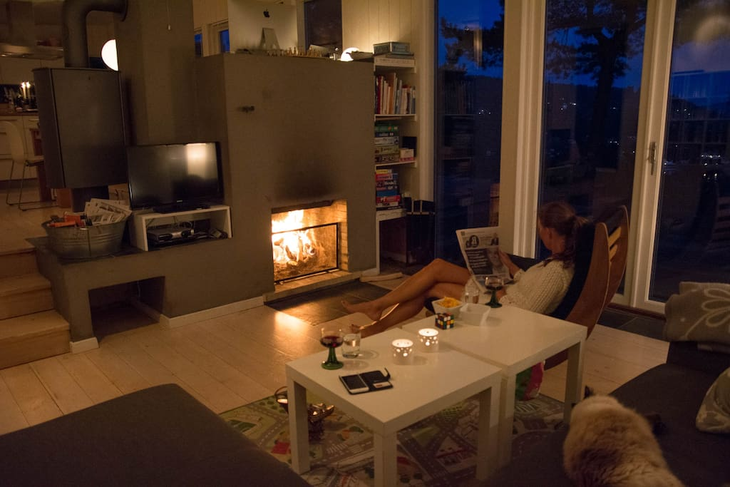Livingroom with fireplace, evening.