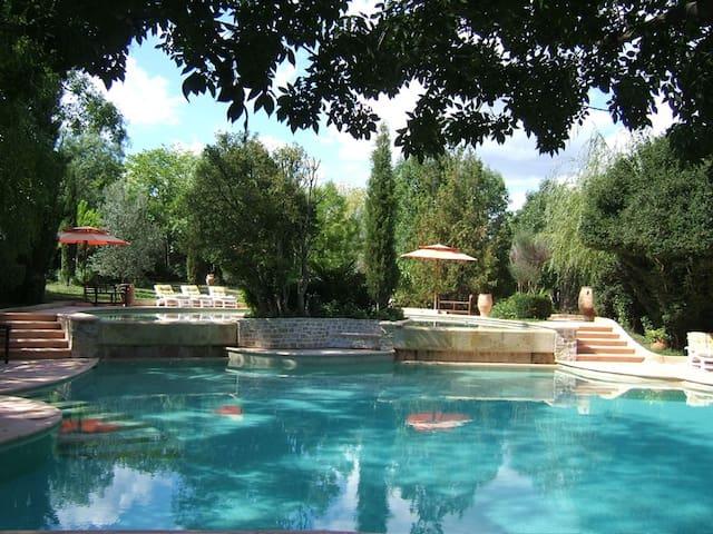 Beau mas confortable au calme avec piscine unique