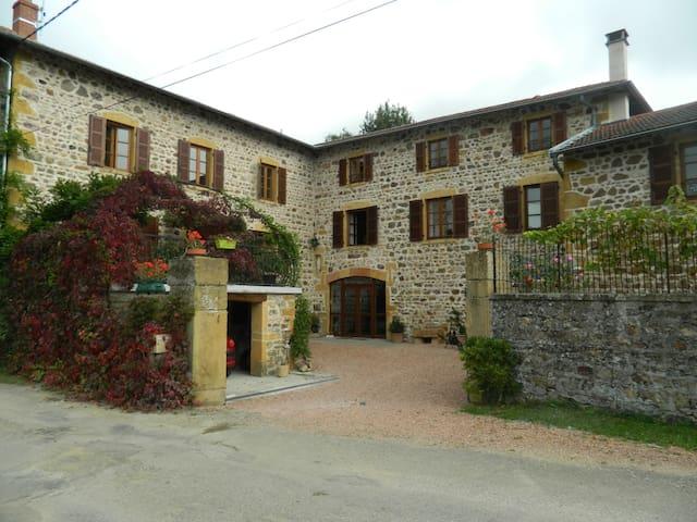 Belle chambre d'hôtes beaujolaise - Létra - Rumah