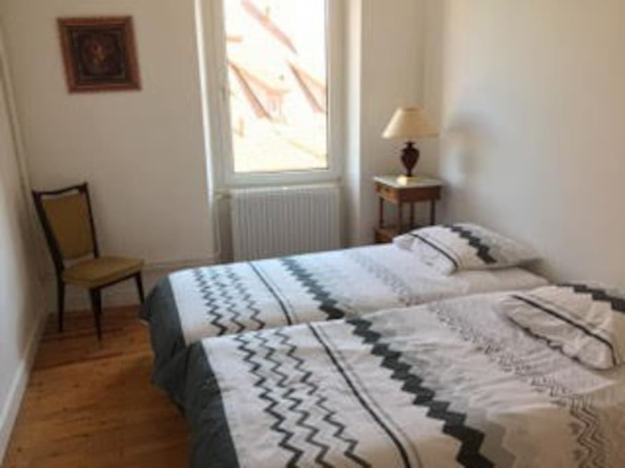 La chambre n° 1 avec 2 lits de 90x190