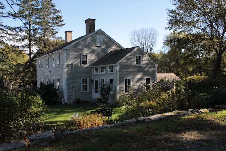 Charming  Pemaquid Colonial