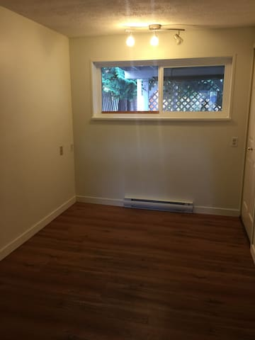 Spacious newly renovated 2 bedroom - Port Coquitlam - Huis