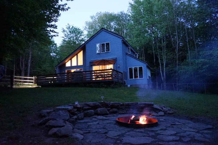 **Private Renovated Catskills Home w/Hot tub**