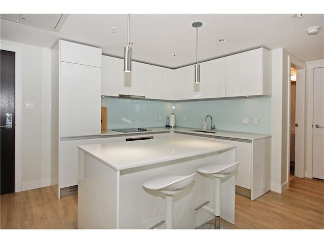 Nice, clean, and modern single bedroom condo