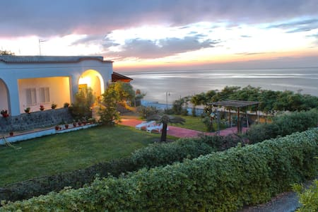 "ISCHIA ""VILLA ANTICA"" GARDEN OLGA - Bed & Breakfast"