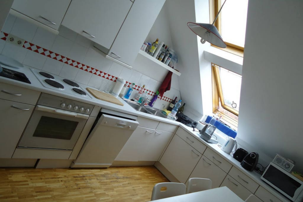 fully equipped kitchen - another perspectiv