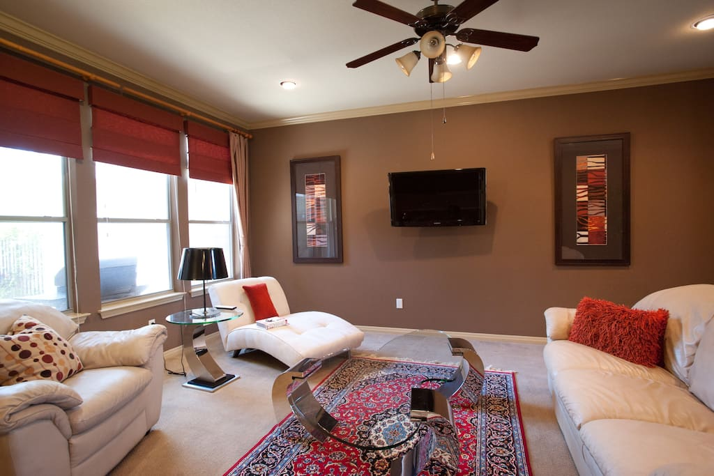 Comfy living room with modern coffee tables and ergonomic seating