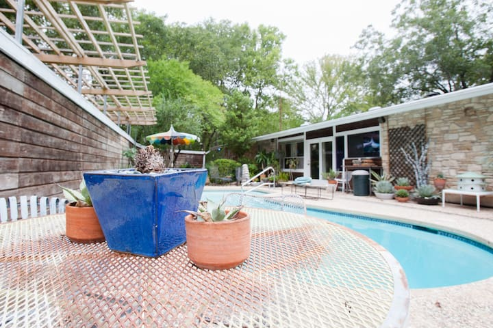 Relaxation '66 MadMen Lounge, Heated Pool & Grill - Austin - Apartment