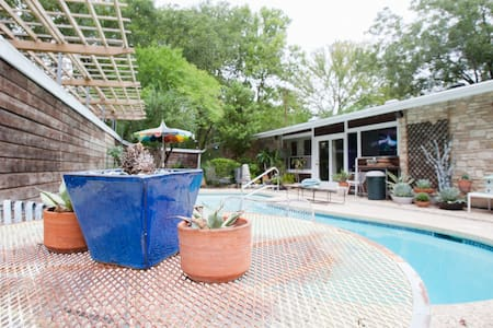 Hideout at MadMen Mid-Century Modern Pool & Grill! - Austin - Apartment