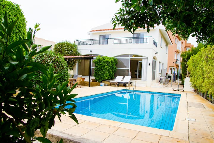 Fabulous 3 bedroom villa with private pool in Emba