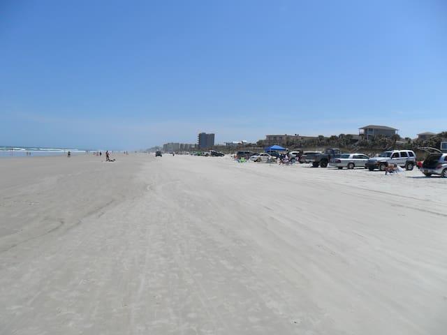 ACROSS THE ST. FROM ATLANTIC OCEAN - New Smyrna Beach - Condominio