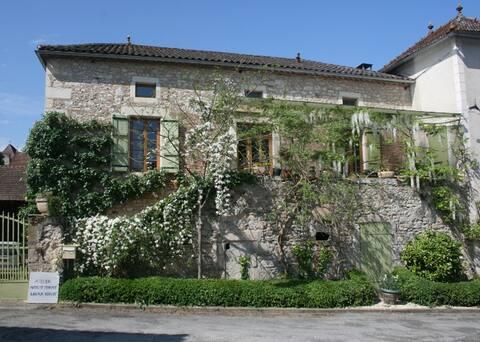 Chateau view&vineyards+art:twin