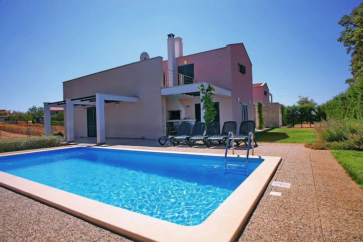 Villa Mihelici 2 with swimming pool