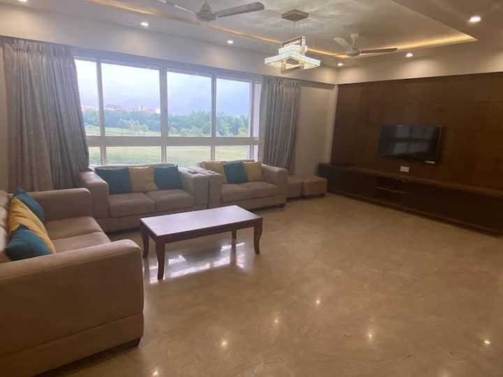 Lodha Golfview Apartment Getaway From City Life