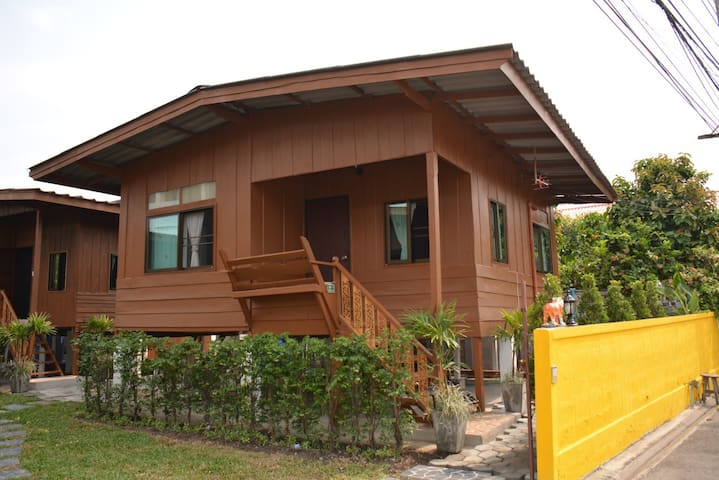 Cozy Stay in Old Town,Chiangmai (Bungalow 6)