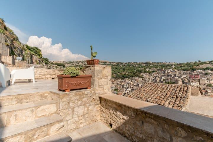 Villa Carmela: next to the Castle Conti !