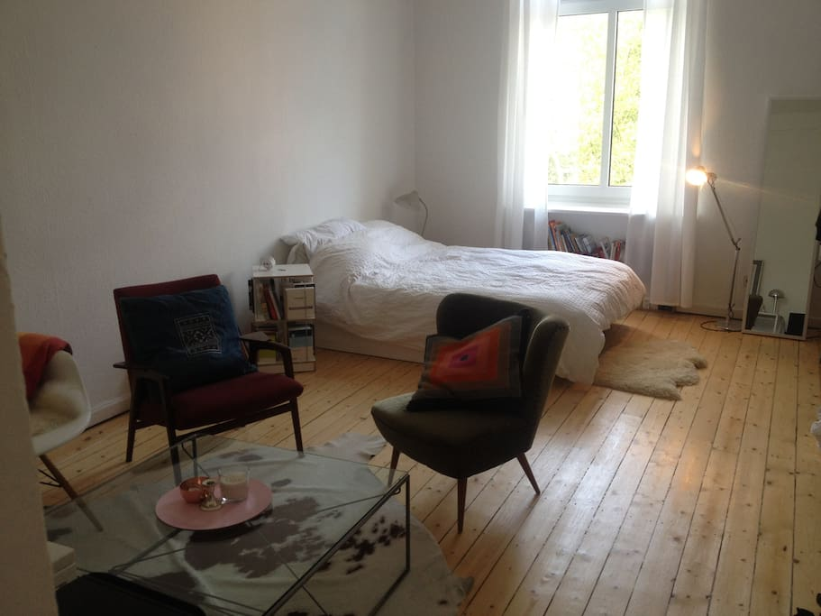 wundersch nes zimmer im grindel apartments for rent in hamburg hamburg germany. Black Bedroom Furniture Sets. Home Design Ideas