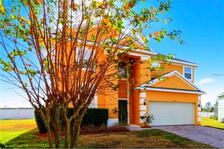 5 bedroom with pool, jacuzzi 20 min from Disney
