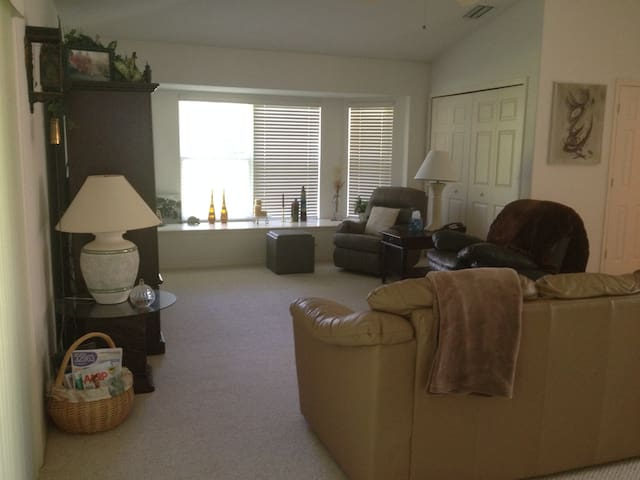 Central located home away from home - Vero Beach