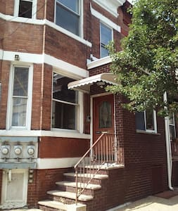 Spacious 3 Bedroom Apartment - West New York - Lejlighed