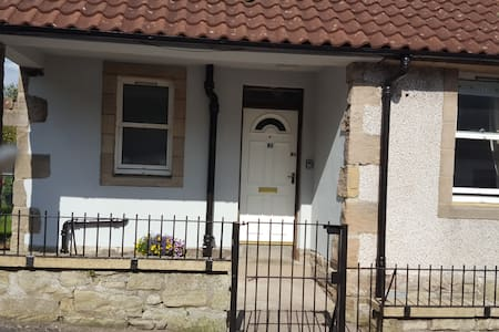 Entire 1 bed cottage, dog friendly, 2 adults .