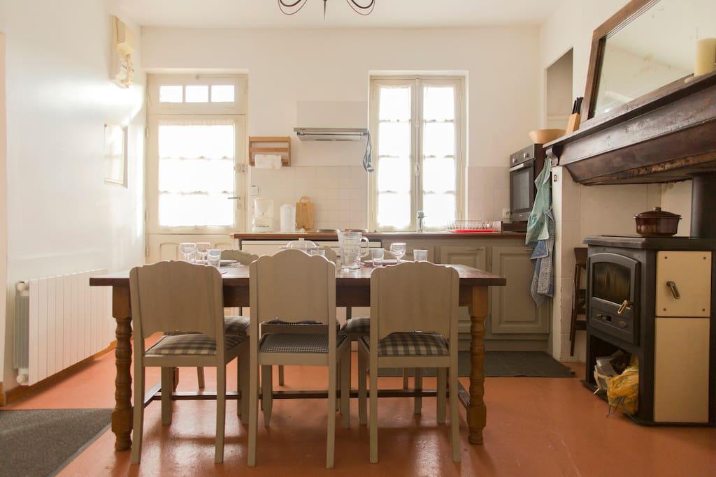 l ensemble convivial, cuisine et repas dans un même lieu