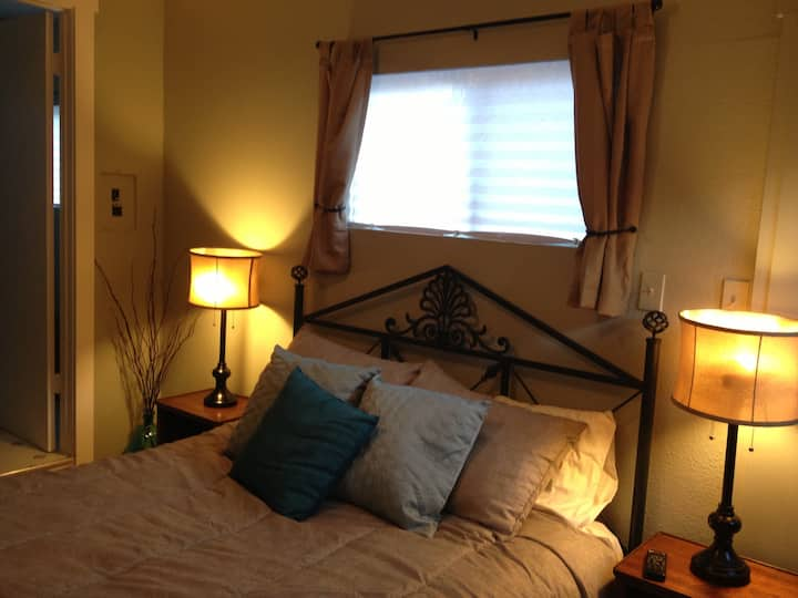 Monthly - Adorable Downtown Private Cottage!!